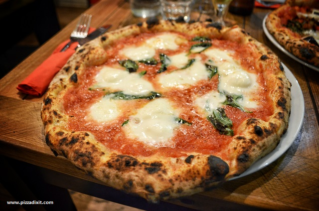 How to have your pizza in Naples